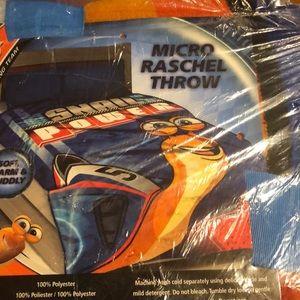Micro ras gel throw blanket